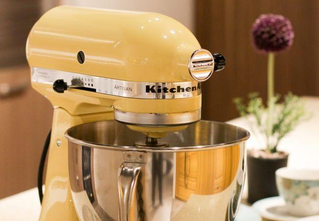 yellow-kitchenaid-stand-mixer-1450903